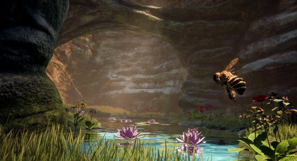 En diffust opplyst hule med en bekk, vannliljer, og gress. En bie flyr til høyre.